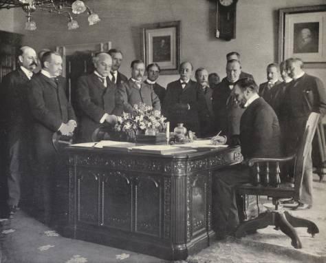 John_Hay_signs_Treaty_of_Paris,_1899